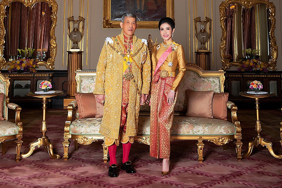 "Maha Vajiralongkorn i Sineenat Wongvajirapakd, 2019 / ""AFP PHOTO / THAILAND'S ROYAL OFFICE / HANDOUT/AFP/East News"