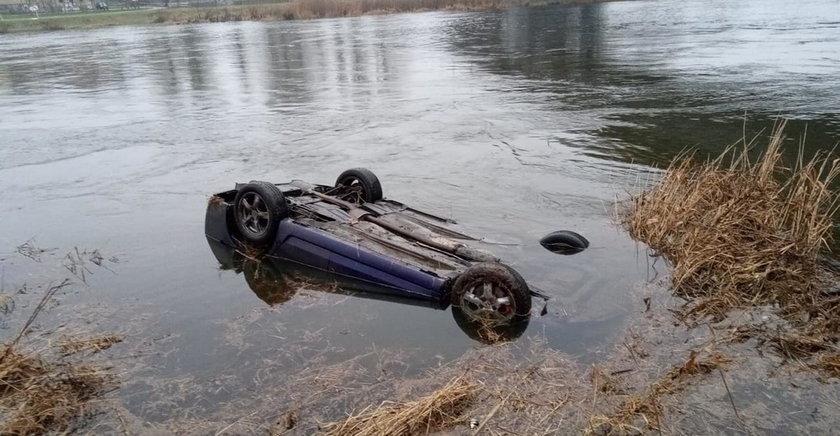 Dramat nad rzeką. W zatopionym samochodzie znaleziono zwłoki