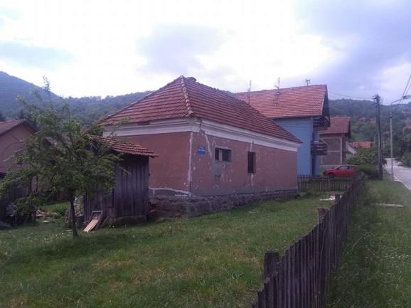 Kuća pokojnog Jeleninog supruga