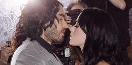 Ognisty pocałunek Katy Perry! ZOBACZ