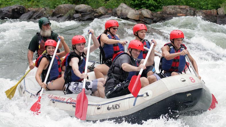 Od połowy lat 80. XX wieku, Rafting świetnie sprawdza się jako usługa turystyczna. Wiele biur podróży posiada spływy rzeczne w swojej ofercie