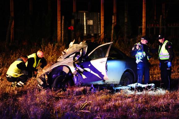 Nakon intervencije vatrogasne ekipe telo je izvučeno iz automobila