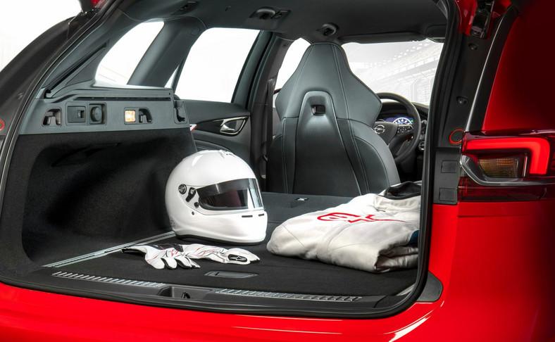 Opel Insignia GSi Sports Tourer - bagażnik oferuje pojemność od 560 do 1665 litrów