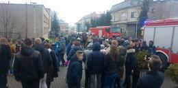 Ewakuacja 500 uczniów wadowickiej szkoły. 30 osób z objawami zatrucia