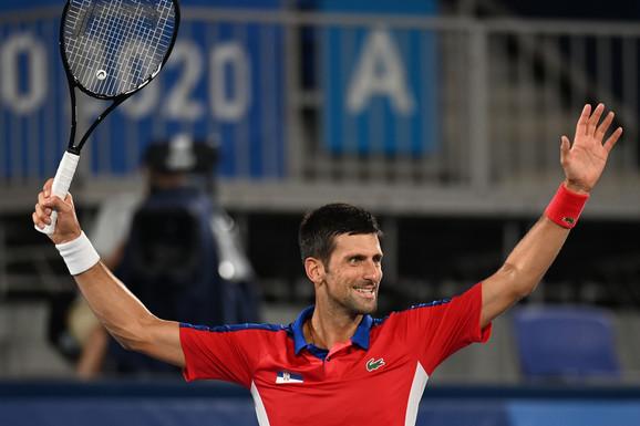 Rodžerovi navijači u neverici! Dok Novak Đoković nastavlja da podebljava istorijski rekord, Federer je DOŽIVEO NOVI ŠOK - baš dugo mu se nešto ovako nije desilo!