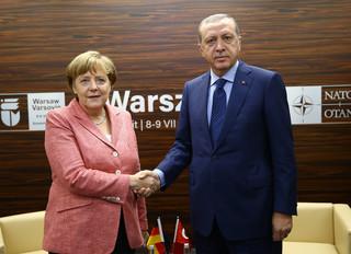 Turecka gra syryjskimi uchodźcami przeciwko Kurdom