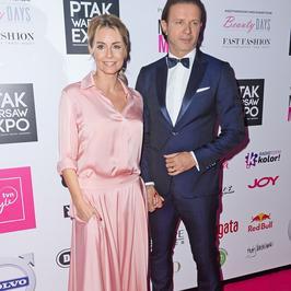 Znani na Warsaw Fashion Week. Małgorzata Rozenek i Radosław Majdan pierwszy raz publicznie po ślubie!