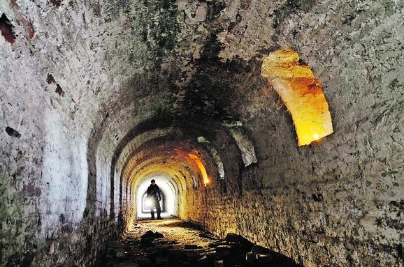 Tunel ispod tvrđave