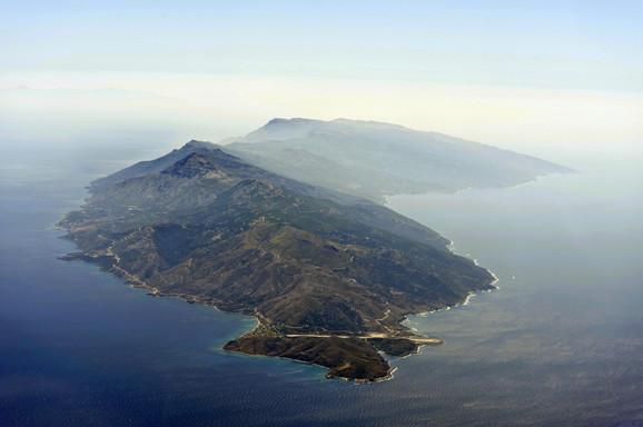 Ikraija je ostrvo površine oko 150 kvadratnih kilometara, 50 km udaljeno od Turske