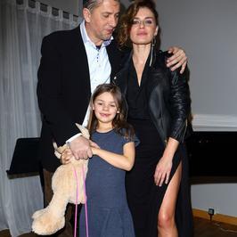 Natasza Urbańska i Janusz Józefowicz z córką Kaliną na premierze
