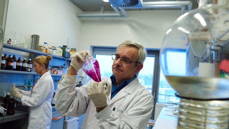 Substancja cystapep, na bazie której naukowcy opracowali nowy lek na opryszczkę, to nic innego jak związek chemiczny powstały dzięki modyfikacji ludzkiego białka o nazwie cystatyna C
