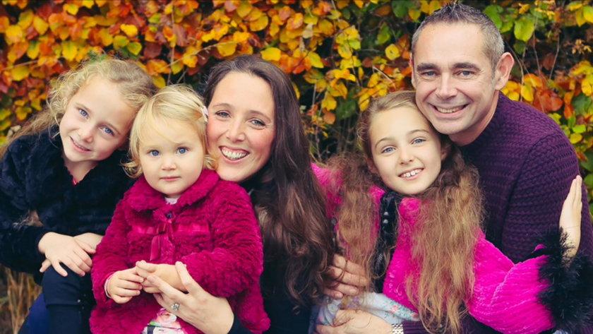 Małżonkowie z trzema najstarszymi córkami