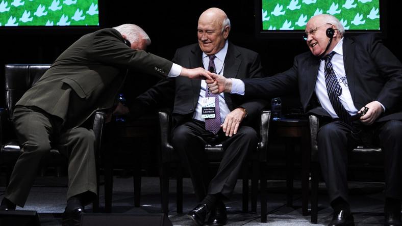 Były polski prezydent Lech Wałęsa spotkał w Chicago między innymi byłego pierwszego sekretarza KC KPZR Michaiła Gorbaczowa. 30 lat temu nie podałby mu ręki, dziś wyglądają na zaprzyjaźnionych