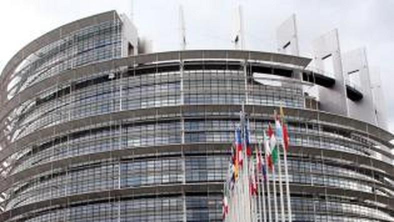 Europosłowie zatrudniają swoich pociotków jako asystentów