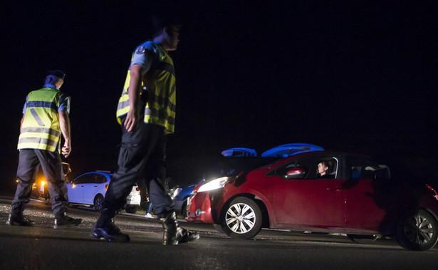 Radio RTL poinformowało, ze mężczyzna jest w głębokiej depresji oraz, że powiedział policjantom, iż w samochodzie ma broń.