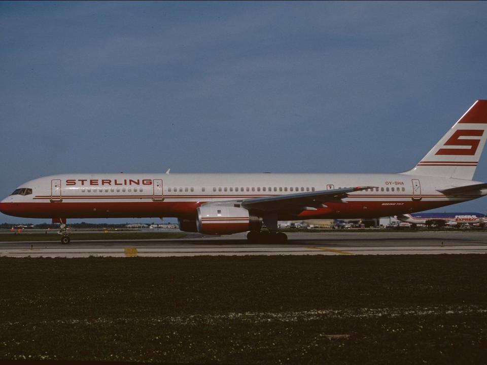Boeing 757-2J4ER swój pierwszy lot wykonał w maju 1991 roku. Prosto z fabryki trafił do nieistniejącej już duńskiej taniej linii Sterling Airlines, od której odkupiła go meksykańska Taesa.