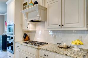 Kako da vašu malu kuhinju učinite vizuelno većom, a da pritom bude i lepa i funkcionalna.