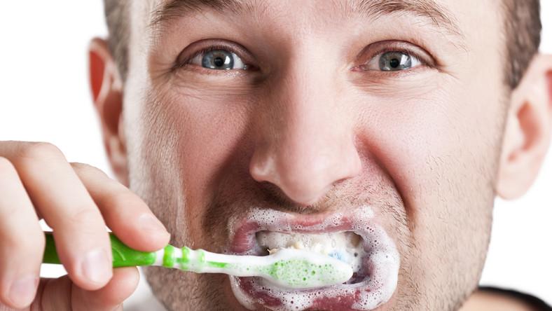 Osoby, które mają najwięcej bakterii na powierzchni zębów i dziąseł, aż 80 procent bardziej zagrożone są przedwczesną śmiercią