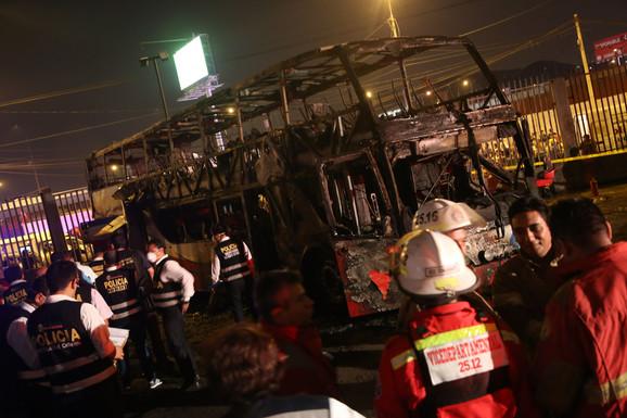 Izgoreo autobus u Limi, poginulo najmanje 20 osoba