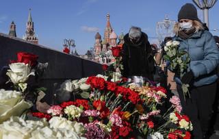 W Rosji kolejki, by złożyć kwiaty w szóstą rocznicę zabójstwa Borysa Niemcowa