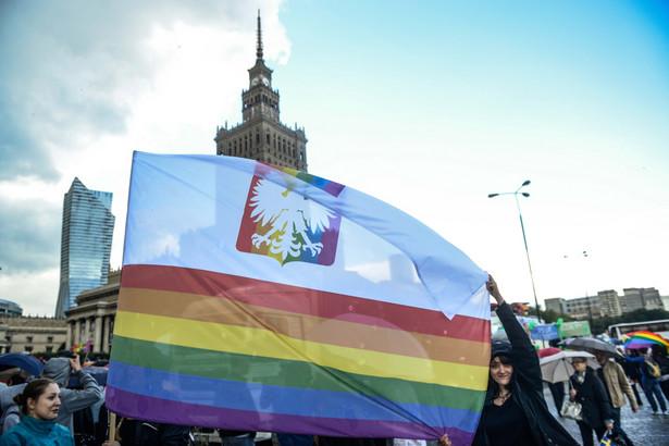 """""""Równe prawa - wspólna sprawa"""" - to hasło tegorocznej Parady Równości, (mr) PAP/Jakub Kamiński"""