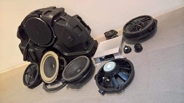 System głośników wraz ze wzmacniaczem do nowego Forda Fiesta. Większość głośników pochodzi z Węgier