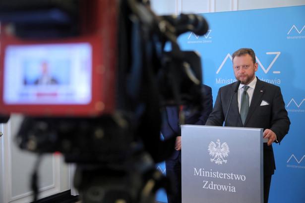 Szumowski poinformował również, że w ramach walki z koronawirusem organizowana jest sieć jednoimiennych szpitali zakaźnych, w które zostanie przekształconych 19 placówek w kraju.