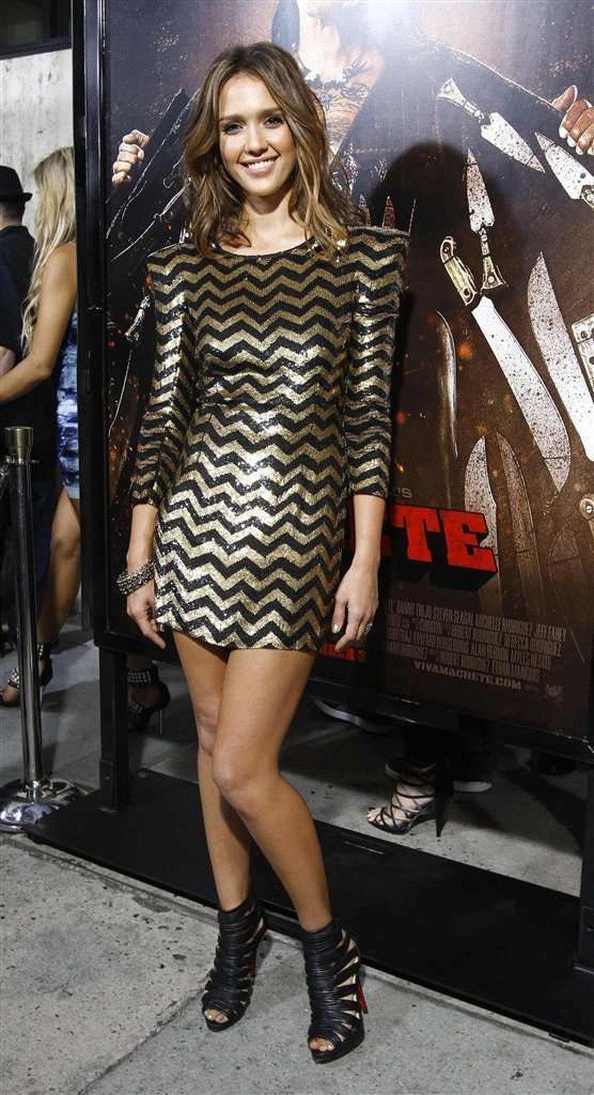 Jessica Alba imprezuje po nocach