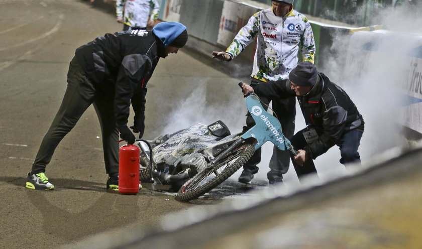 Motor Piotra Protasiewicza wybuchł i zapalił się pod żużlowcem