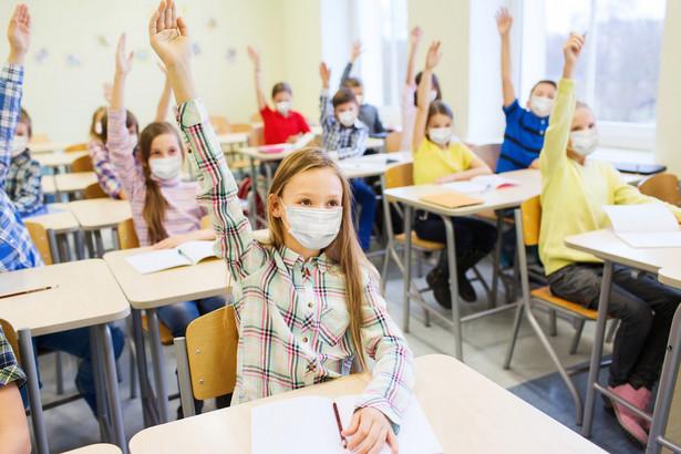 Niepokojące jest to, że w obecnej sytuacji uczniowie dostrzegają pozytywy.