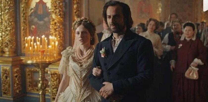 """Zdradzamy, co wydarzy się w trzecim sezonie """"Zniewolonej"""". Polski książę uratuje Kitty!"""