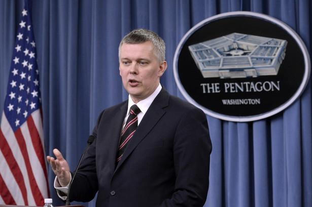 Tomasz Siemoniak w USA. Fot. EPA/MICHAEL REYNOLDS/PAP/EPA