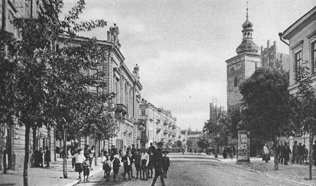 Ulica Narutowicza w Lublinie, widok Teatru Miejskiego i kościoła Wniebowzięcia NMP Zwycięskiej, 1930-1939