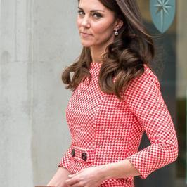 Księżna Kate w dziewczęcej stylizacji na spotkaniu w Londynie. Jak wypadła?