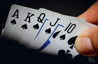 Wielki Szu już nie gra. Ale pokerowe podziemie ma się dobrze