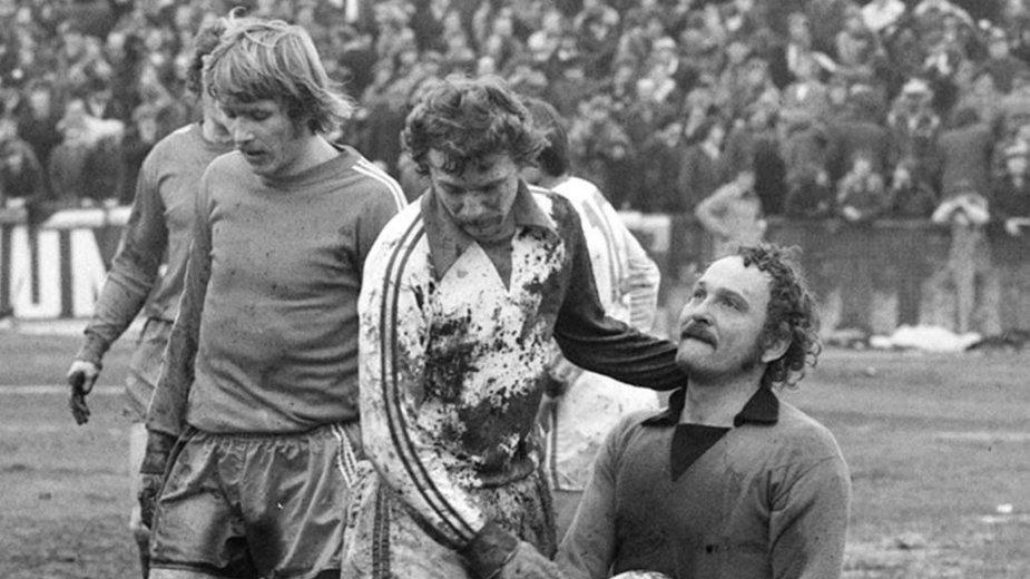 Zdzisław Rozborski (w środku) podczas meczu  Widzew Łódź - Stal Mielec (1:1) 4 marca 1979 roku.