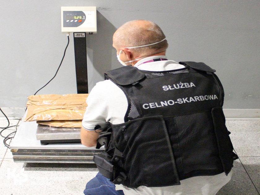 Zatrzymali Hiszpankę na lotnisku w Warszawie. W jej bagażu była heroina