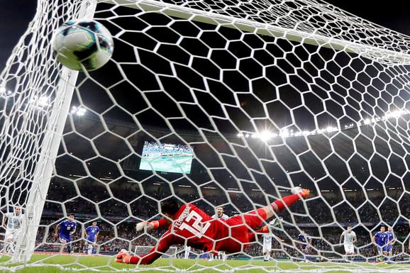 Lionel Mesi postiže izjednačujući gol