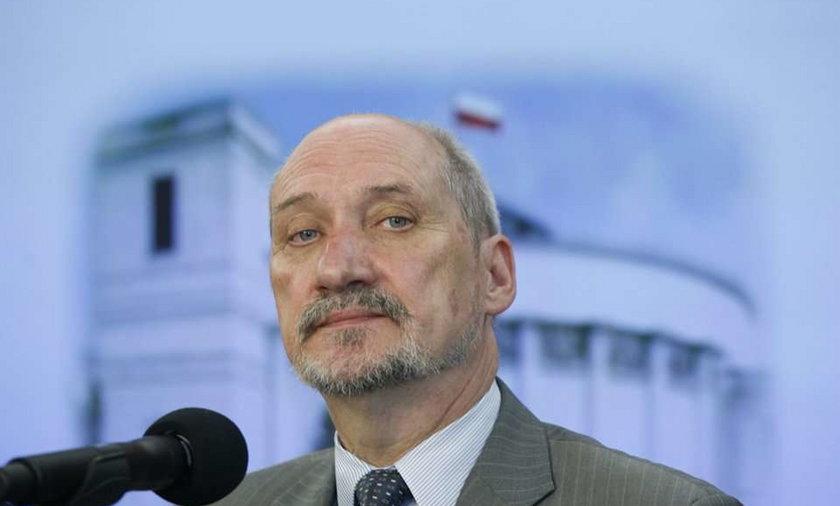 Macierewicz o zatrzymaniu dziennikarzy w Smoleńsku