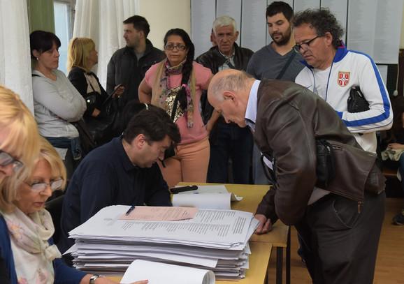 Prvi glasači u Novom Sadu