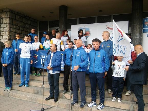 Ultramaratonci docčekani u centru grada
