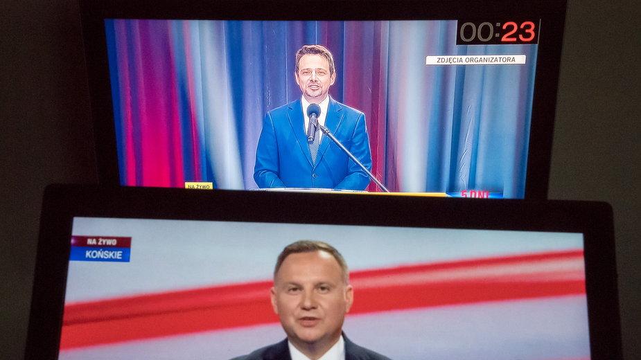 """Dwie """"debaty"""" kandydatów. Duda w Końskich, Trzaskowski w Lesznie"""