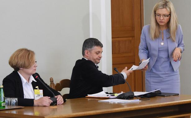 Poprosiliśmy prokuratora o zlecenie ponownego odsłuchu taśm ABW z podsłuchu Marcina P.; cierpliwie czekam na nowy odsłuch 15 taśm - powiedziała szefowa komisji śledczej