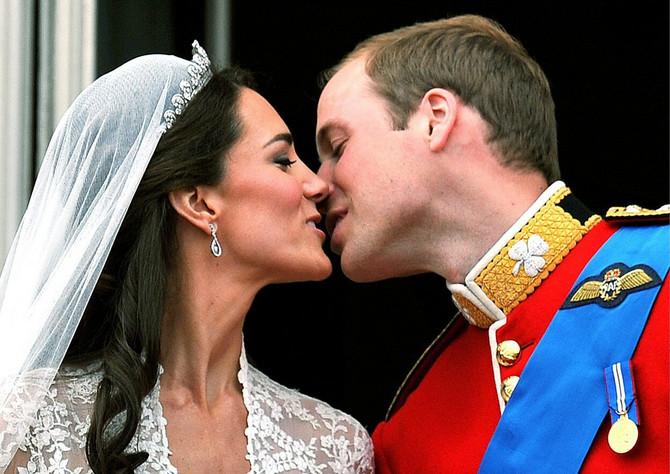 Dva puta je poljubio Kejt na balkonu Bakingemske palate