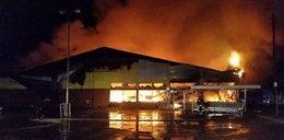 Gigantyczny pożar w Ostrowcu. Spłonął supermarket