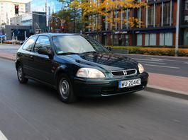 25-letnie auta, które warto kupić! Ceny? Mogą zaskoczyć!