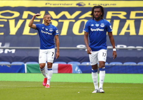 Alex Iwobi helped Everton to a 2-1 win in the Premier League (Everton/Twitter)