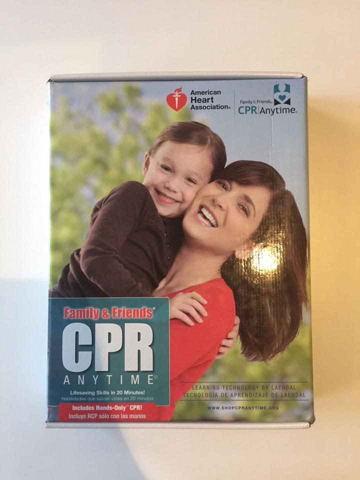 Ten zestaw w 20 minut nauczy podstawowych umiejętności udzielania pierwszej pomocy.