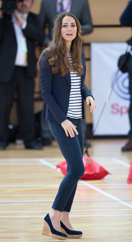 Księżna Kate w butach na koturnie