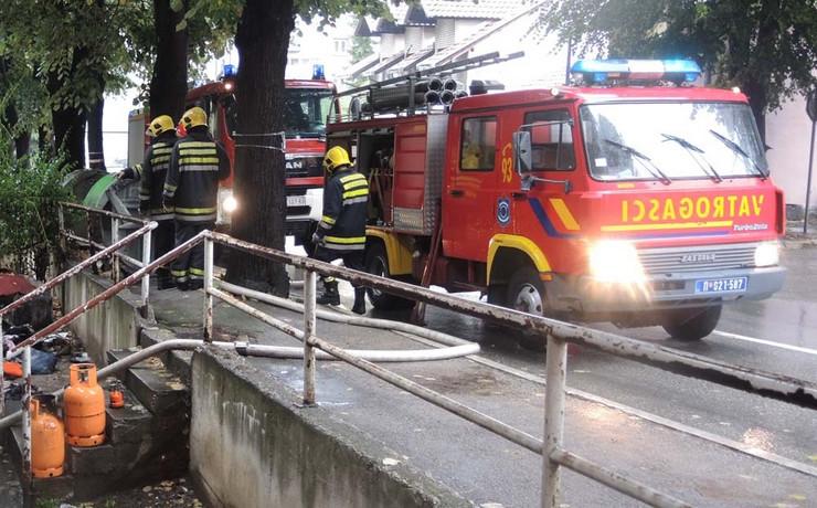 vatrogasci sprecili da se vatra prosiri imanjem